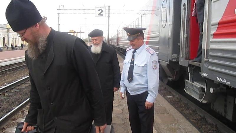Встреча отца Сергия Гарклавс на вокзале в Тихвине 2015 год