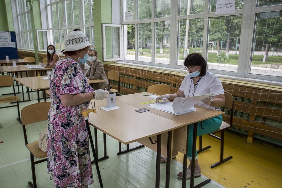 фото Одна из самых низких явок на голосовании по Конституции зарегистрирована в Новосибирске 2