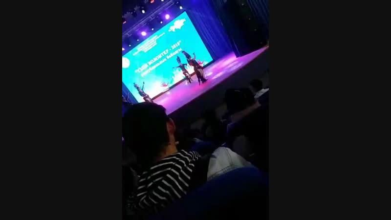 Ауес Хан Live