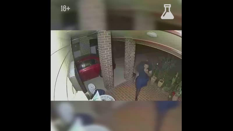 Грабителям пришлось в ужасе убегать от того что они увидели в доме