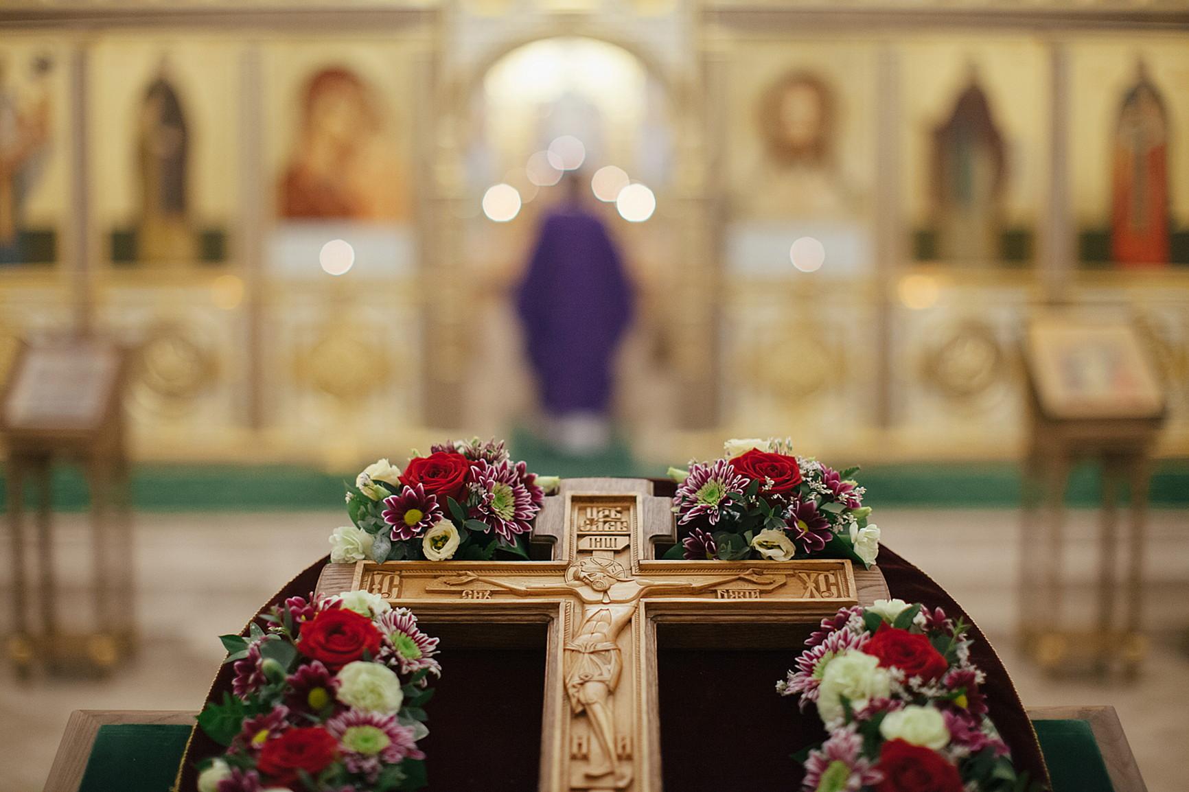 «День поклонения священному Кресту, придите к Нему все»: в Обители совершили богослужения Крестопоклонной Недели, изображение №1