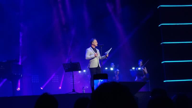 Bruno Pelletier - Приветствие на русском после Sainte nuit секрет (07.01.20 Москва) Рождественский концерт
