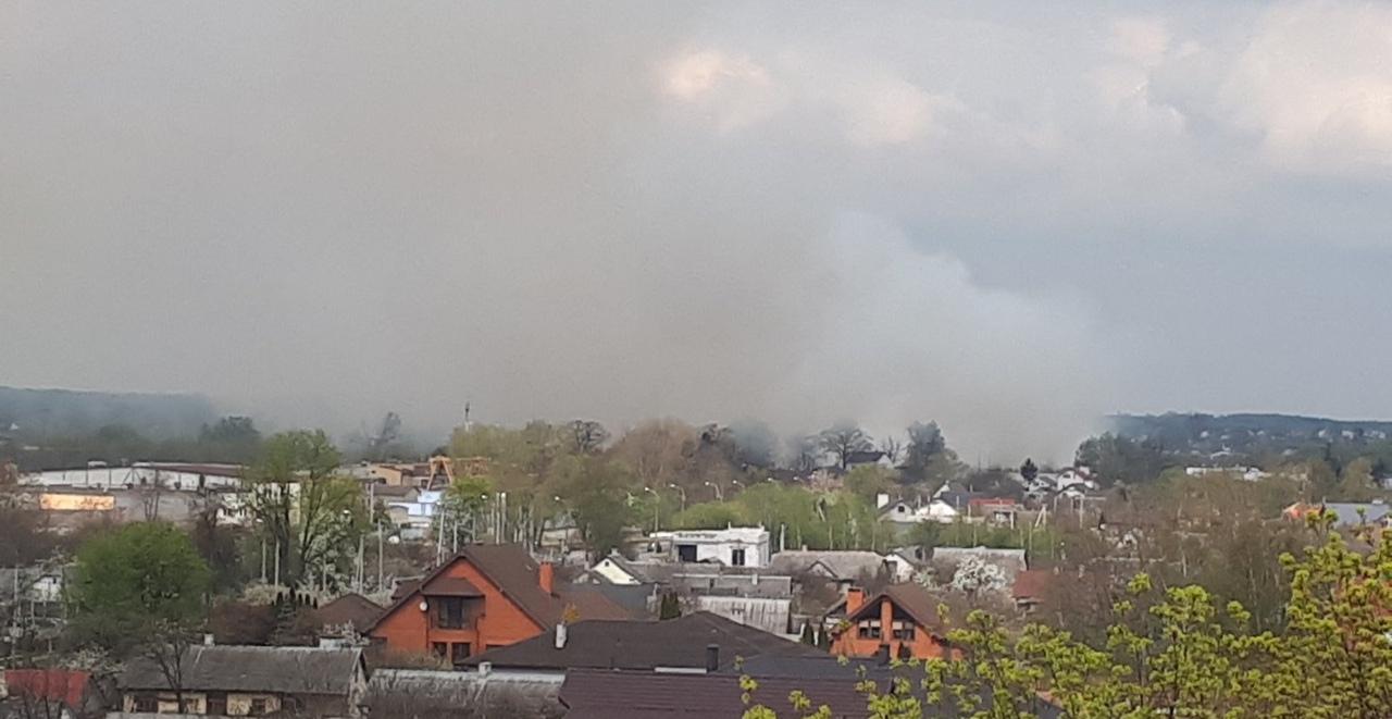 Ещё один сильный пожар под Брестом. На этот раз в районе Дубровки вдоль М1 в пойме реки