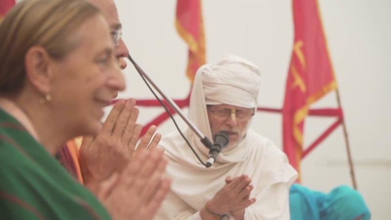 2019.11.03 - Церемония прощания с Шримати Анандини д. д. Радханатха Свами, Бхакти Вигьяна Госвами