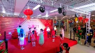 Ханой 2  Праздник Тет Детские танцы Hanoi Holiday Dance Hà Nội khách sạn Holiday Thư pháp khiêu vũ