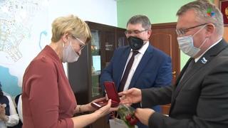 Глава Лесного Сергей Черепанов провел торжественную церемонию чествования лучших педагогов города