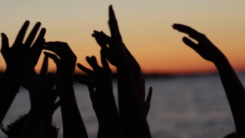 А вечером наблюдая закат на берегу моря а после любуясь звёздами вы почувствуйте душой как прекрасен и бесконечен наш мир