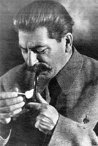 Почему советские спички были самыми лучшими. Как известно, Сталин курил трубку. И разжигал табак он простыми спичками, одна советская копейка за коробок, такими же, которыми заключённый на
