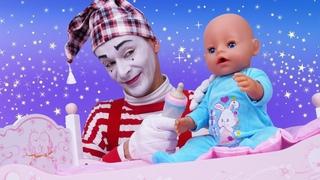 Spielzeug Video für Kinder. Ein Morgen mit der Baby Born Puppe. Lustiges mit dem Clown.