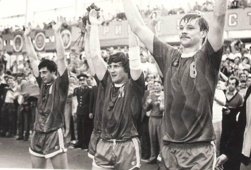 После финального матча КЧ-1989. Слева направо: Шевцов, Каршакевич, Тучкин.