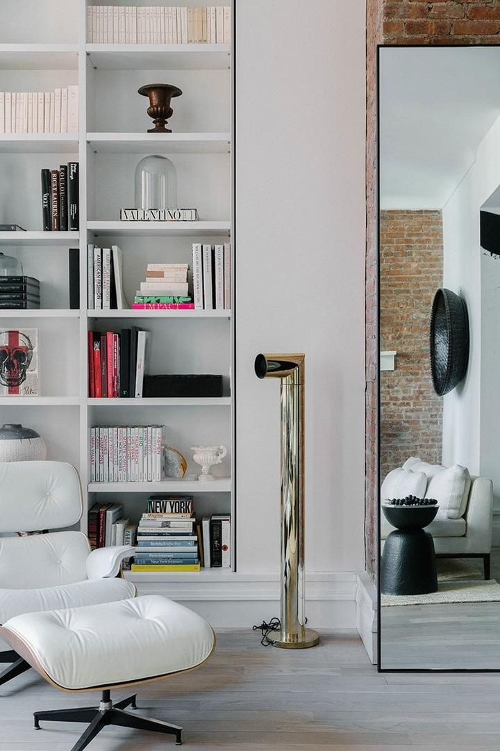 Воплощение американской мечты: Роскошный лофт с кирпичными стенами и белой мебелью в центре Нью-Йорка || 01