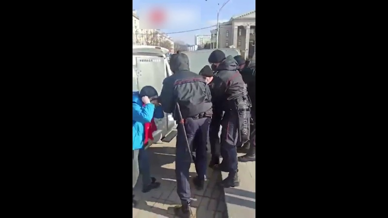 Задержание школотрона в минске за участие в митинге