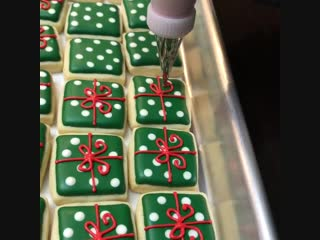 Печенье в виде новогодних подарков