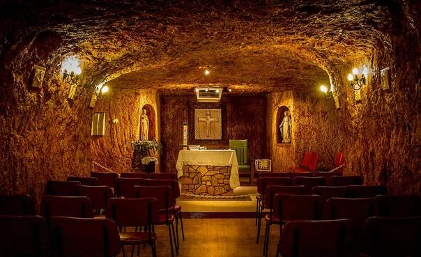 Самый богатый подземный город Кубер-Педи Посреди австралийской глубинки находится город, который настолько необычен, что теперь он сам по себе является достопримечательностью. Его название