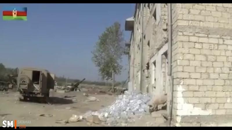 ВС Азербайджана поднимают флаг над танковым батальоном в Физули Карабах 2020