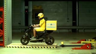 40 km/hr crash test, Краш-тест скутера 40 км в час, лобовое столкновение