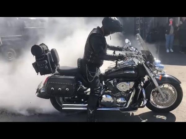 Experement. Колесо взорвалось Honda VTX 1800. Володя говорящий робот пылесос будет не рад((