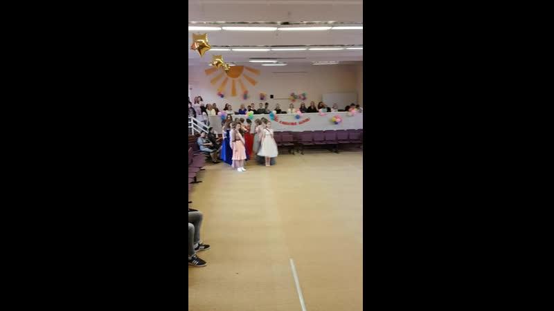 Выпускной вальс 11 класс дочка Алиночка в длинном красном платье