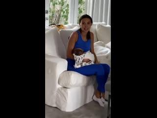 Рэпер Джиган показал, как его жена кормит сына грудью