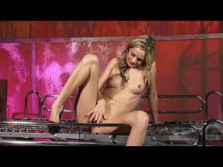 [cumbots.com / dungeoncorp.com] slave prinzess (precious young cunt / 19.04.2010) [2010 г., fucking machines, bondage, fetish, m
