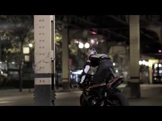 Трюки на мотоцикле Мото Стант