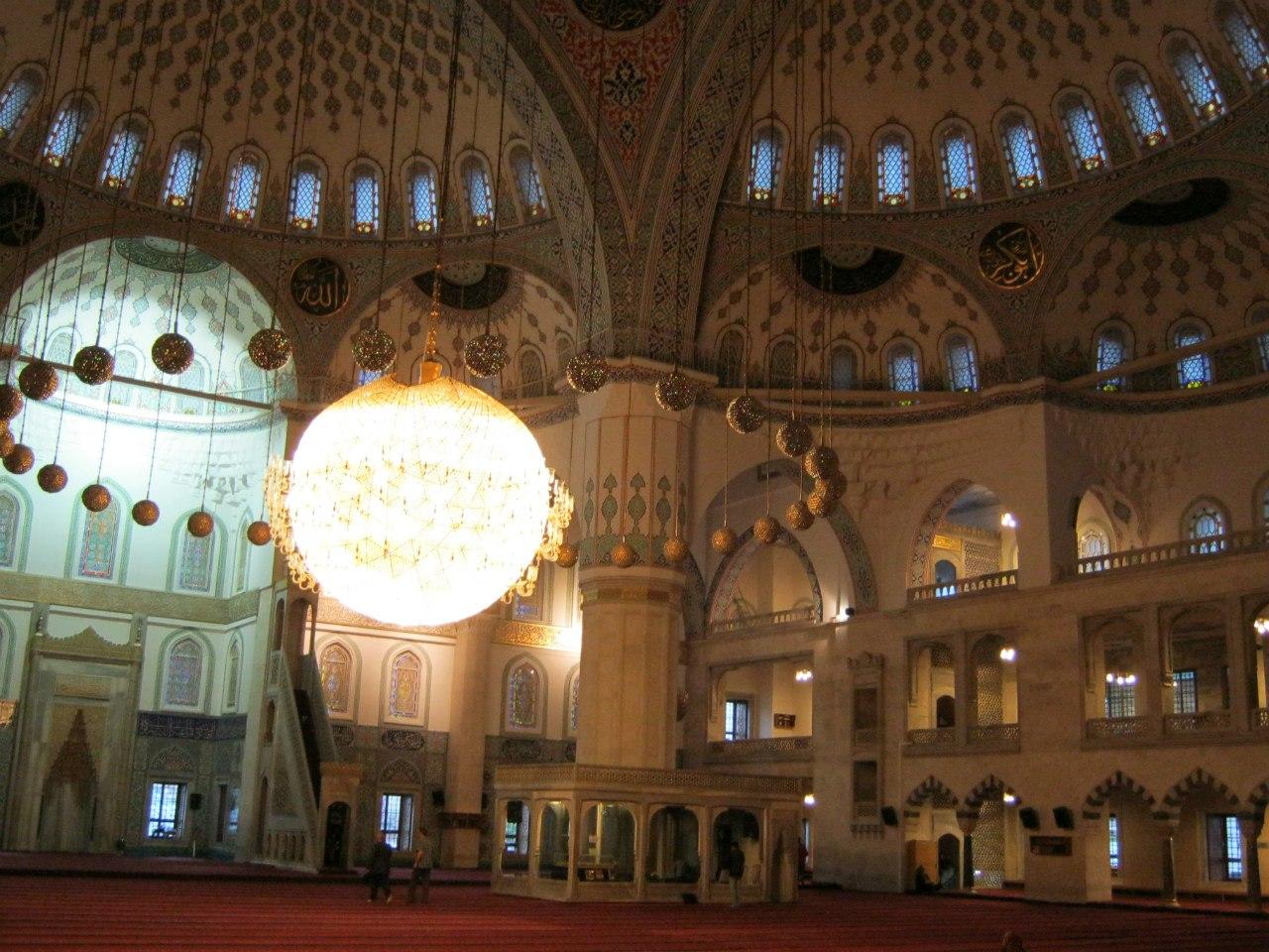 самая большая мечеть в Турции