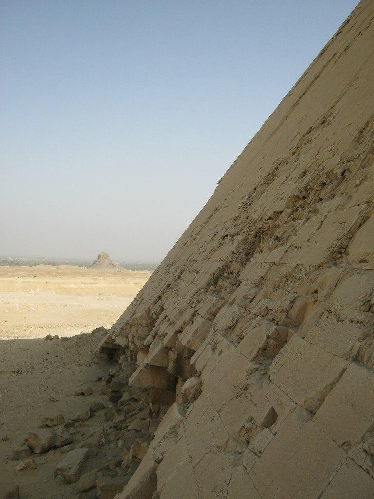 Вид с пирамиды Бент в комплексе Дахшур