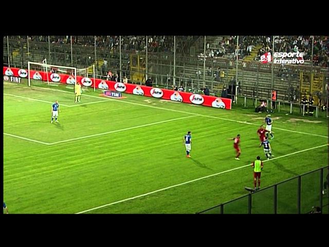 Jogador cobra lateral bizarro e André Henning cai na gargalhada