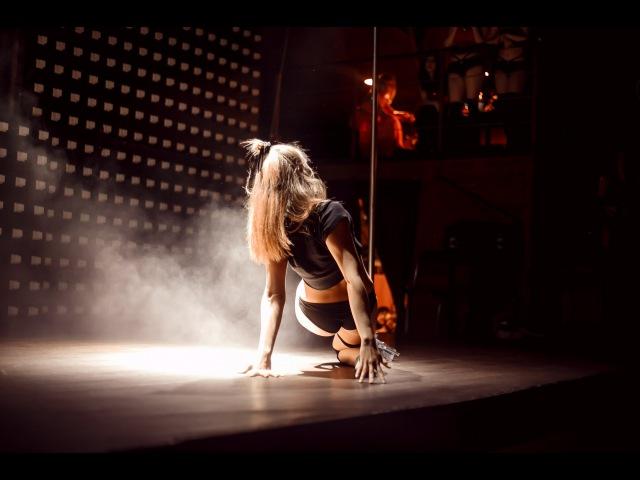 ELIZABETH DARK SIDE Pole Dance