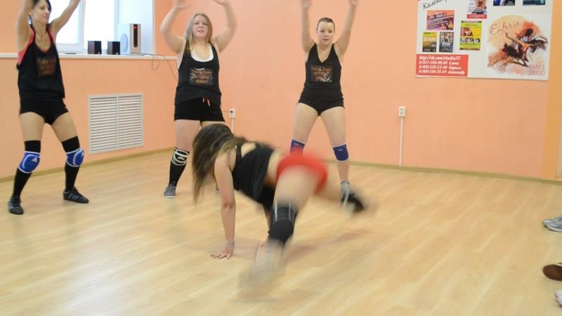 Смотреть всем Тверк twerk дэнс холл dance hall Лара Малышкина в студии Ёж