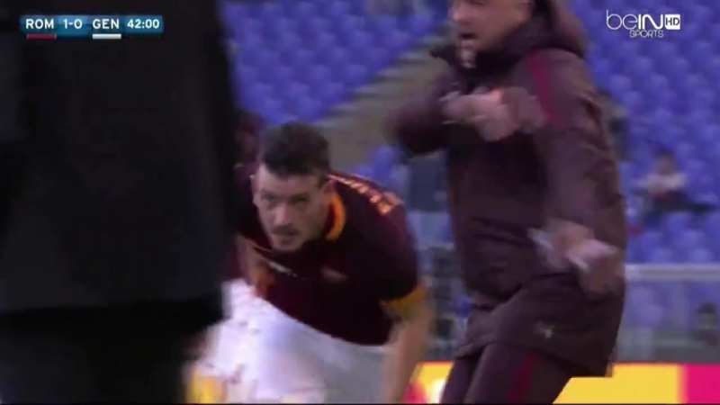 Il gol di Alessandro Florenzi contro il Genoa e l'abbraccio a Garcia