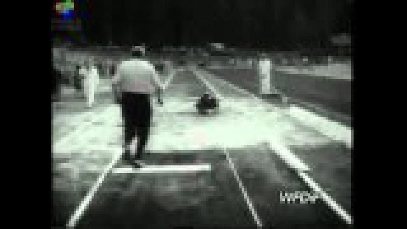 Józef Szmidt bije rekord w trójskoku na Stadionie Leśnym w