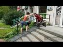 Небольшой видео-лайфхак по заезду, а главное съезду с нашего пандуса с детской коляской 🎢👩👧 vkcafe детскаяколяска