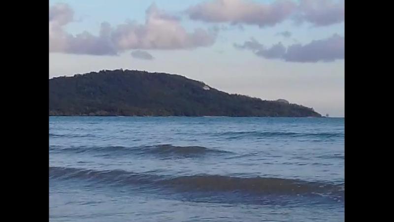 Море! Муанг бич. Сходятся 2 волны.20170630_175227.mp4