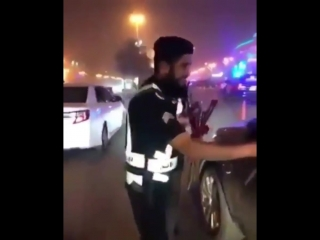Saudi police officers hand out roses and chocolates to women drivers
