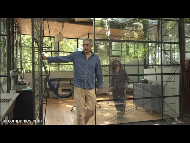 "Owner built Atlanta glass treehouse"" floats among hardwoods"