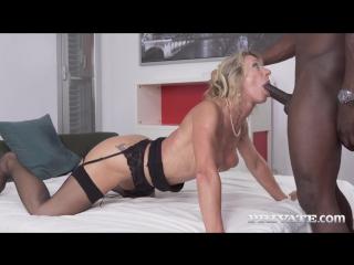 Marina Beaulieu. Мамка с классной фигурой красиво отсасывает и трахается с негром. sexy mature mom milf cougar stockings lingeri