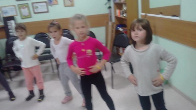 Богатырская сила Репетируем в Аудитории Новенькие хоровики учатся двигаться и слушать друг друга