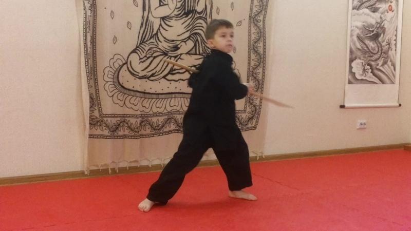 Упражнения с шестом. Дети кунг фу (клуб