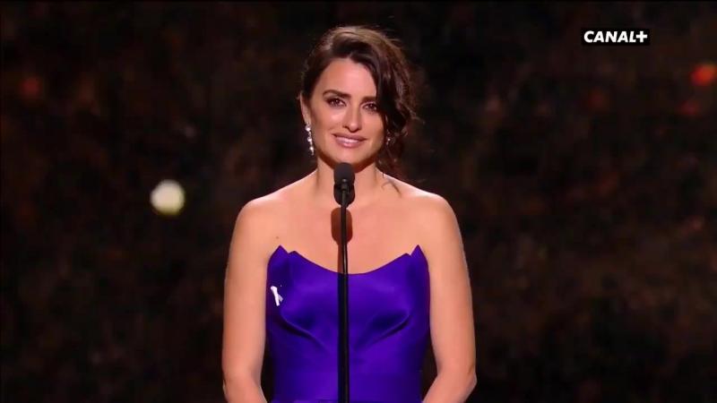César 2018 Penélope Cruz en larmes pour recevoir son César dhonneur