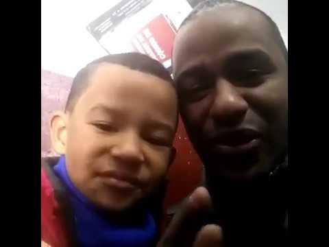 11-Matheus traduzindo do português para o inglês - Brazilian boy.