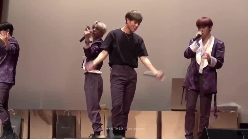 MONSTA X PERFORMED FIND YOU BECAUSE IT'S THEIR LAST FANSIGN FOR THIS ERA.  THEY PERFORMED THE ORIGINAL TRACK AND JOOHEON SANG WO