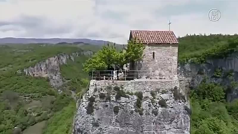 Загадочный столп Кацхи церковь в 40 метрах над землёй новости