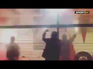 Фанаты Локомотива встречают команду перед матчем ЛЧ