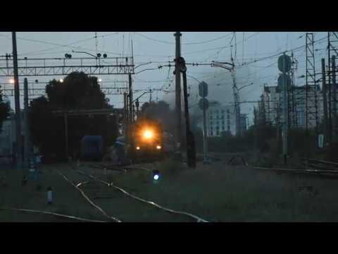 2ТЭ116 1535 с пригородным поездом отправляется со ст Днепр Лоцманская