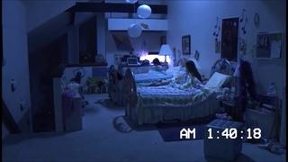 Паранормальную активность зафиксировала камера в спальне