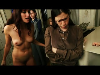 OON, CFNF, отрывок из фильма  девушка, будучи голой, осуждает своих сверстниц
