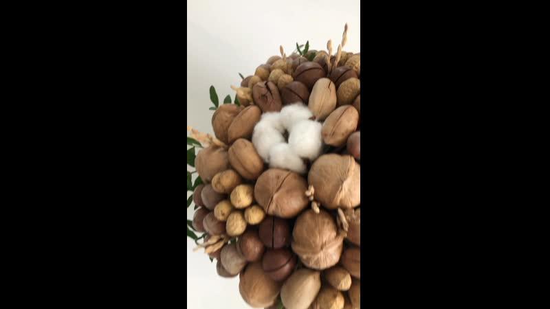 Орехи в шляпной коробке