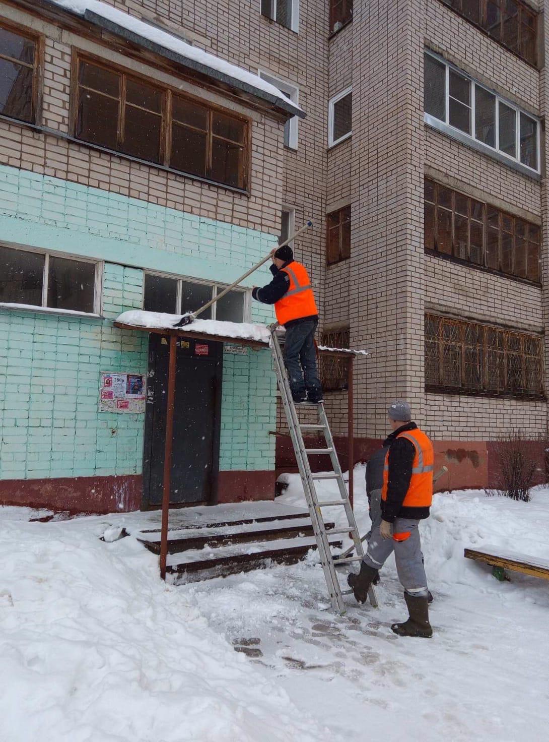 Чистка козырьков улица Московская дом 109