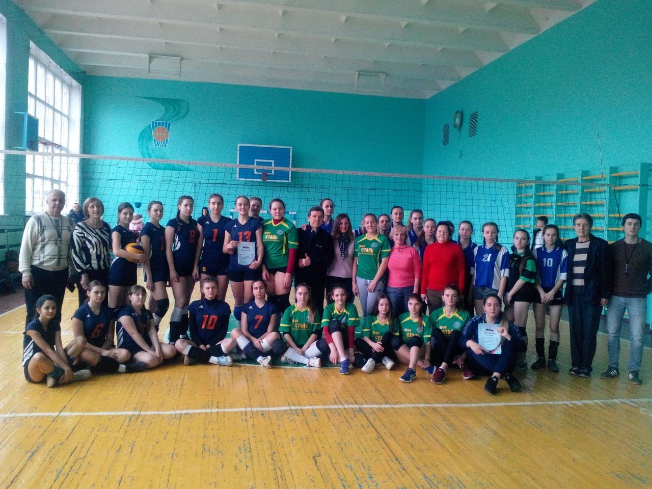 В Донецке прошли финальные игры за 1-3 место в первенстве города Донецка по волейболу среди девушек